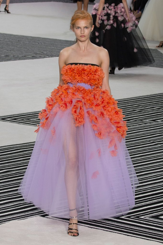 GIAMBATTISTA-VALLI-fall-2015-couture-the-impression-021