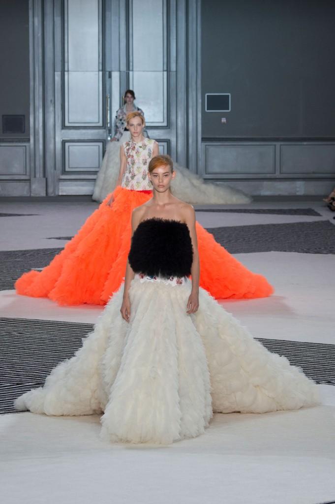 GIAMBATTISTA-VALLI-fall-2015-couture-the-impression-046