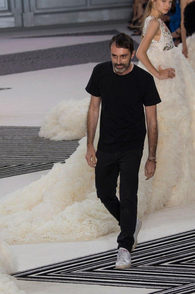 GIAMBATTISTA-VALLI-fall-2015-couture-the-impression-051