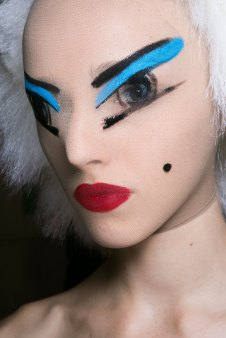 Gareth-Pugh-beauty-spring-2016-fashion-show-the-impression-099