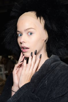Gareth-Pugh-beauty-spring-2016-fashion-show-the-impression-151