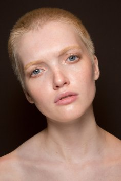 Gucci0-backsatge-beauty-spring-2016-fashion-show-the-impression-012