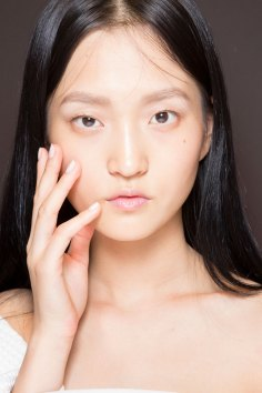 Gucci0-backsatge-beauty-spring-2016-fashion-show-the-impression-060