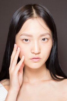 Gucci0-backsatge-beauty-spring-2016-fashion-show-the-impression-061