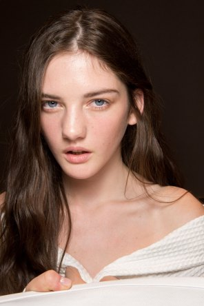Gucci0-backsatge-beauty-spring-2016-fashion-show-the-impression-084