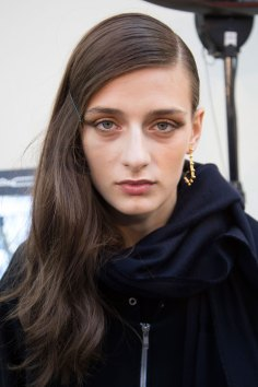 Guy-Laroche-spring-2016-beauty-fashion-show-the-impression-17