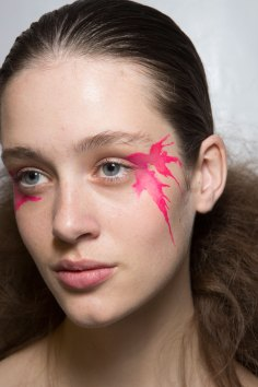 Issey-Miyake-spring-2016-beauty-fashion-show-the-impression-52