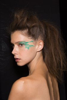 Issey-Miyake-spring-2016-beauty-fashion-show-the-impression-82