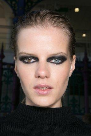 JULIEN-MACDONALD-beauty-spring-2016-fashion-show-the-impression-011