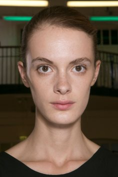 JW-Anderson-beauty-spring-2016-fashion-show-the-impression-013