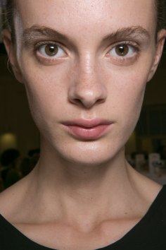 JW-Anderson-beauty-spring-2016-fashion-show-the-impression-016
