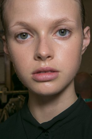 JW-Anderson-beauty-spring-2016-fashion-show-the-impression-028