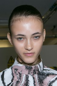 JW-Anderson-beauty-spring-2016-fashion-show-the-impression-037