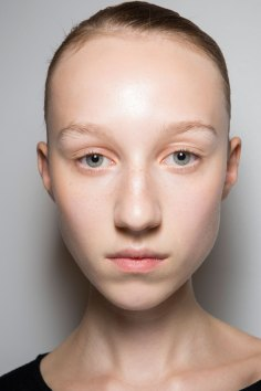 JW-Anderson-beauty-spring-2016-fashion-show-the-impression-042