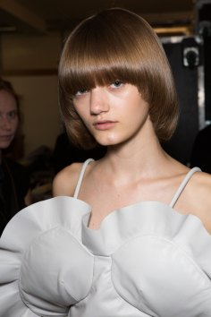 JW-Anderson-beauty-spring-2016-fashion-show-the-impression-059