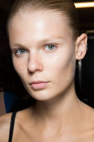 JW-Anderson-beauty-spring-2016-fashion-show-the-impression-063