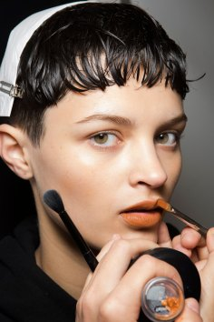 Kenzo-backstage-beauty-spring-2016-fashion-show-the-impression-011