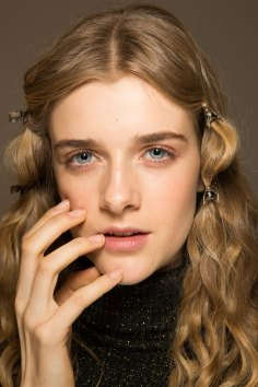 Lemaire-spring-2016-beauty-fashion-show-the-impression-17