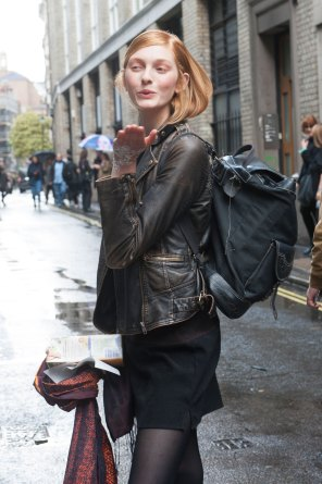 London-Fashion-Week-Street-Style-Day-1-spring-2016-the-impression-008