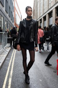 London-Fashion-Week-Street-Style-Day-1-spring-2016-the-impression-012