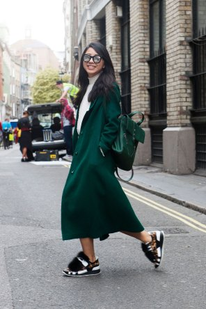 London-Fashion-Week-Street-Style-Day-1-spring-2016-the-impression-021