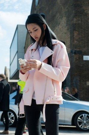 London-fashion-week-street-Style-Day-3-spring-2016-fashion-show-the-impression-010