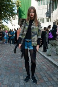 London-fashion-week-street-Style-Day-3-spring-2016-fashion-show-the-impression-025