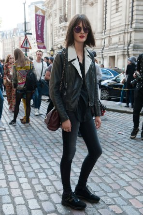 London-fashion-week-street-Style-Day-3-spring-2016-fashion-show-the-impression-027