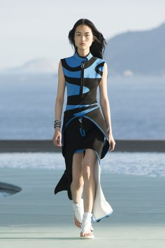 Louis-vuitton-resort-2017-the-impression-010