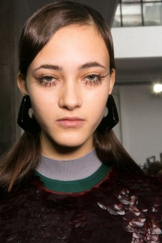 Marni-backstage-beauty-spring-2016-fashion-show-the-impression-062