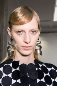 Marni-backstage-beauty-spring-2016-fashion-show-the-impression-067