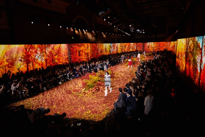 Moncler-Gamme-Rouge--fall-2017-fashion-show-atmosphere-the-impression-06