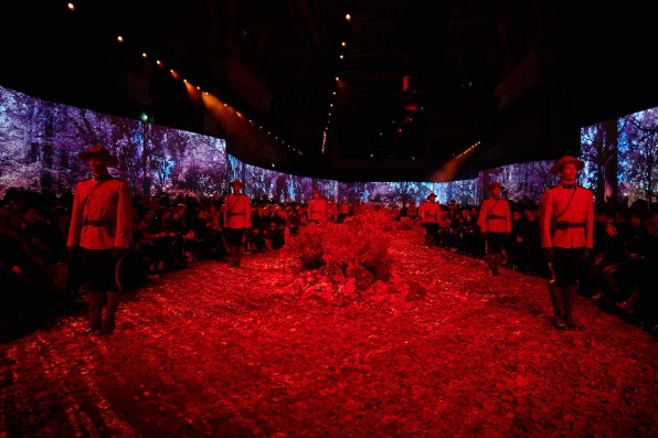Moncler-Gamme-Rouge--fall-2017-fashion-show-atmosphere-the-impression-09
