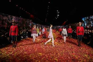Moncler-Gamme-Rouge--fall-2017-fashion-show-atmosphere-the-impression-11