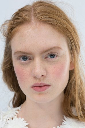 Moncler-Gamme-Rouge-spring-2016-beauty-fashion-show-the-impression-20
