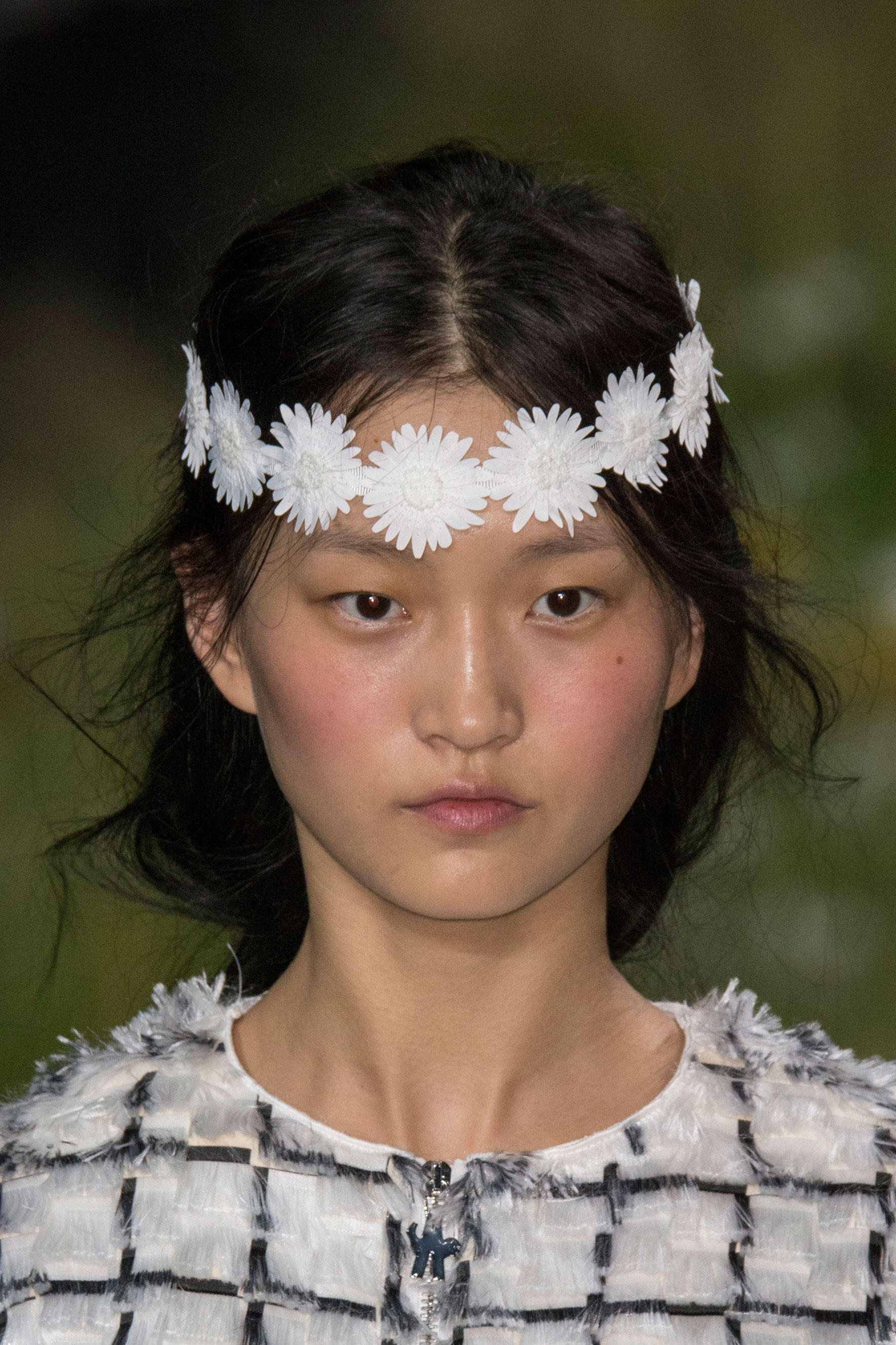 Moncler-Gamme-Rouge-spring-2016-runway-beauty-fashion-show-the-impression-29