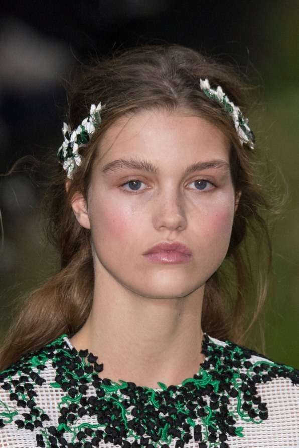 Moncler-Gamme-Rouge-spring-2016-runway-beauty-fashion-show-the-impression-31