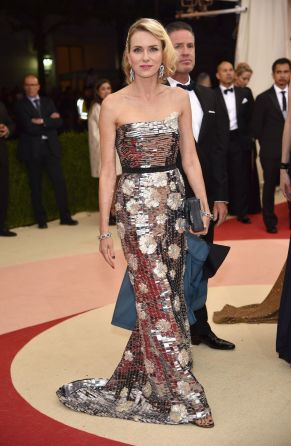 Naomi Watts in Burberry
