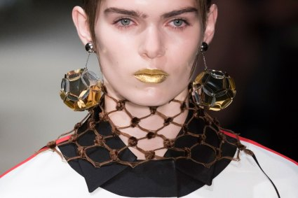 Prada-spring-2016-runway-beauty-fashion-show-the-impression-060