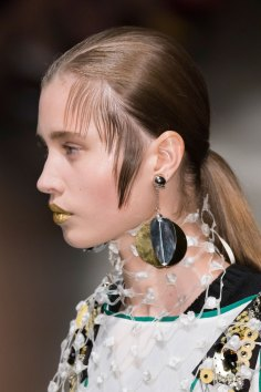 Prada-spring-2016-runway-beauty-fashion-show-the-impression-114