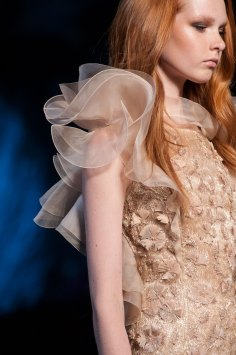 RALPH-and-RUSSO-close-ups-fall-2015-couture-the-impression-035