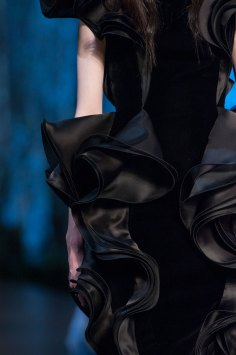 RALPH-and-RUSSO-close-ups-fall-2015-couture-the-impression-058