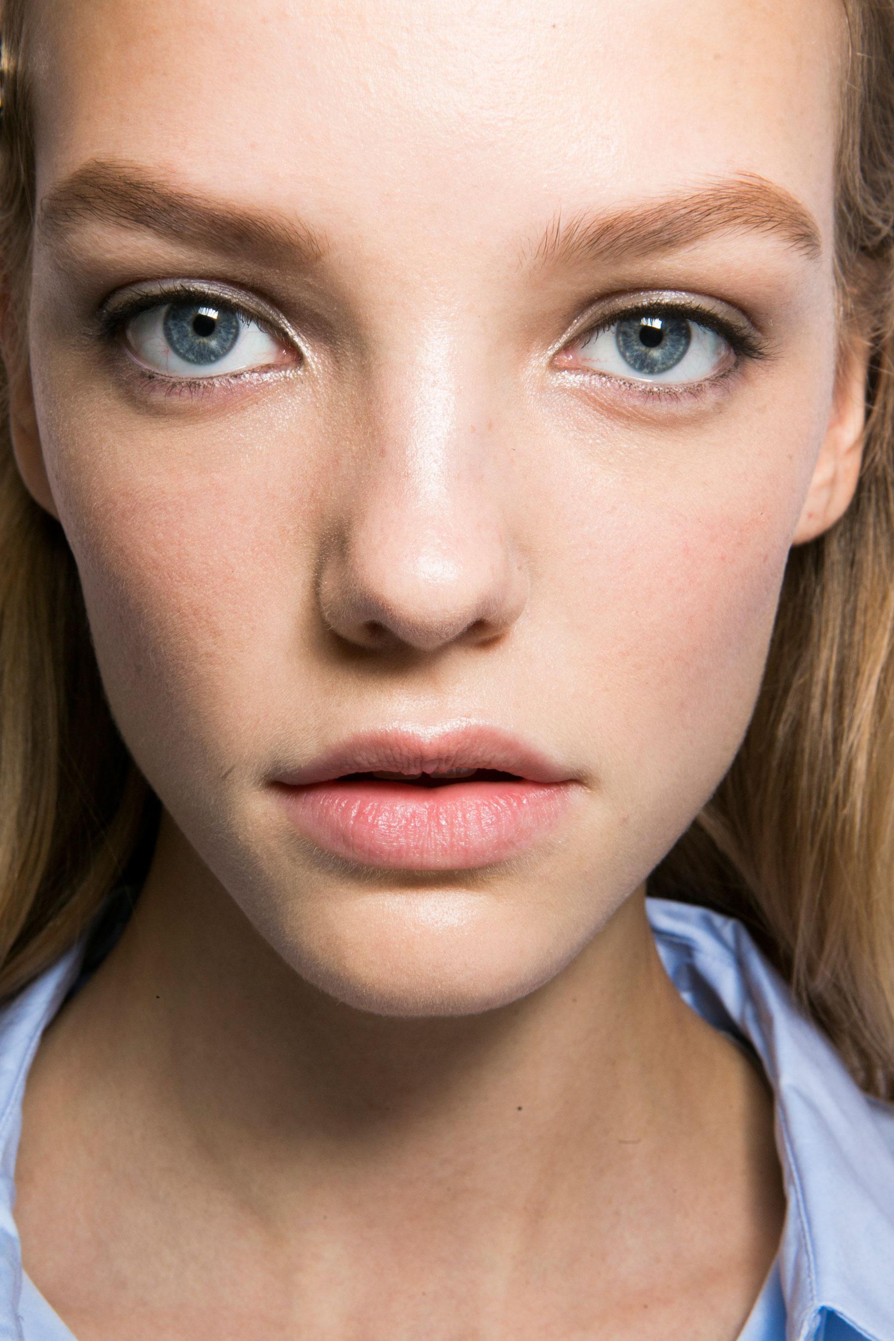 Roberto-Cavalli-Backstage-beauty-spring-2016-close-up-fashion-show-the-impression-011
