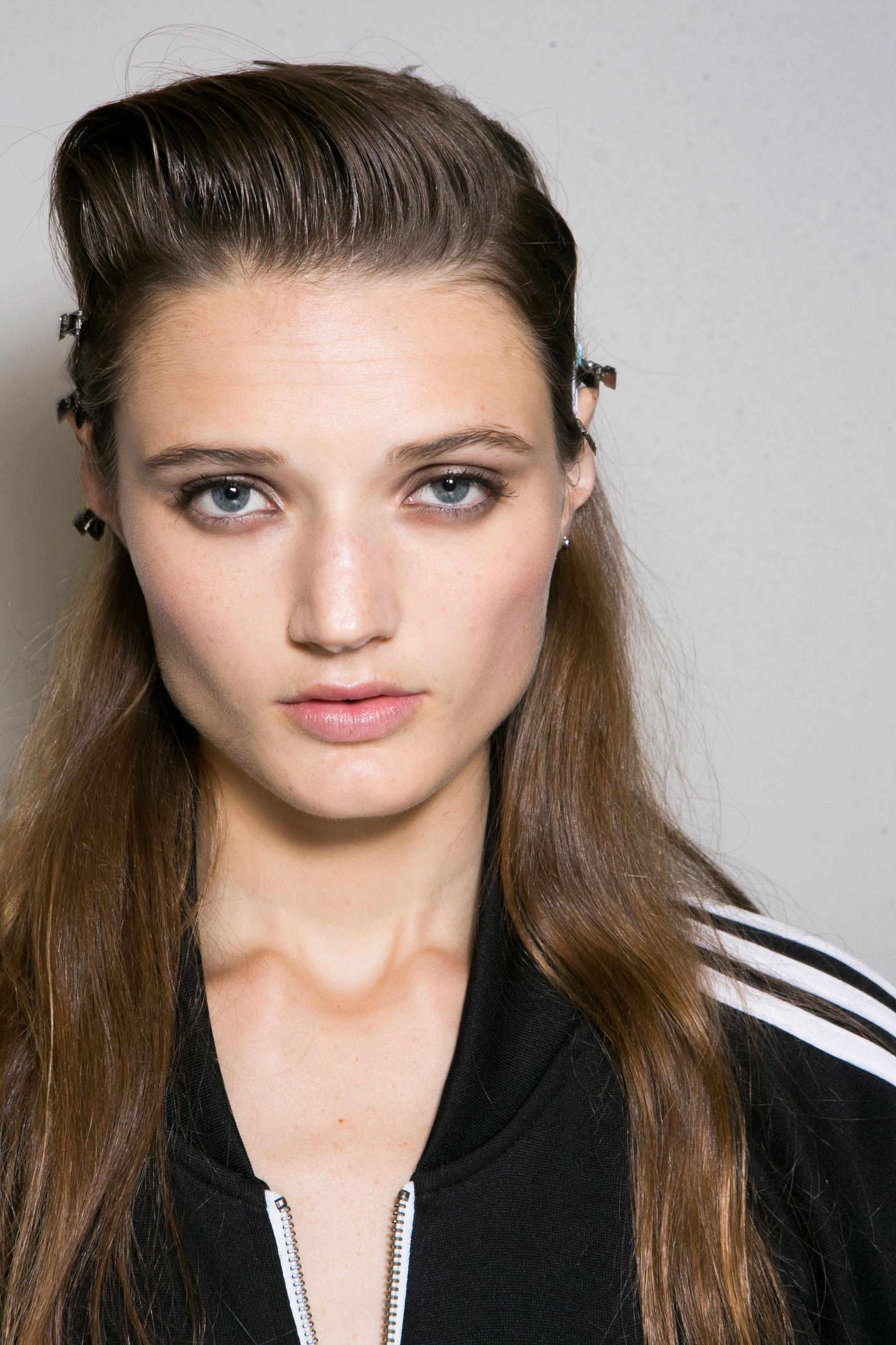 Roberto-Cavalli-Backstage-beauty-spring-2016-close-up-fashion-show-the-impression-025