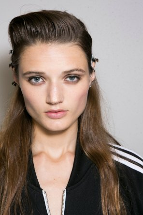 Roberto-Cavalli-Backstage-beauty-spring-2016-close-up-fashion-show-the-impression-025