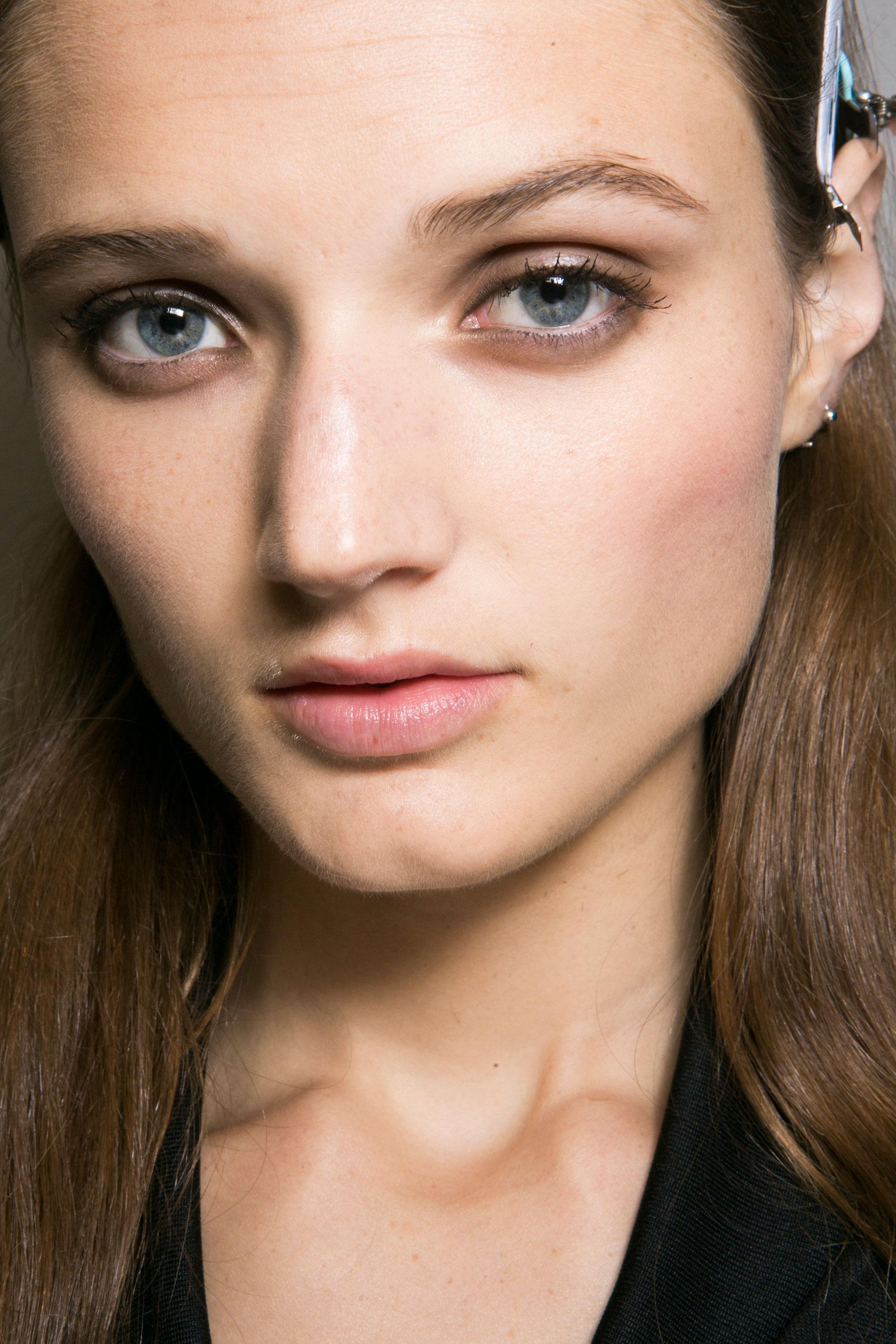 Roberto-Cavalli-Backstage-beauty-spring-2016-close-up-fashion-show-the-impression-027