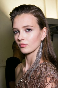Roberto-Cavalli-Backstage-beauty-spring-2016-close-up-fashion-show-the-impression-057