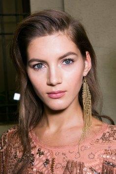 Roberto-Cavalli-Backstage-beauty-spring-2016-close-up-fashion-show-the-impression-059