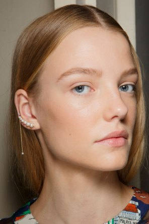 Sacai-spring-2016-beauty-fashion-show-the-impression-61