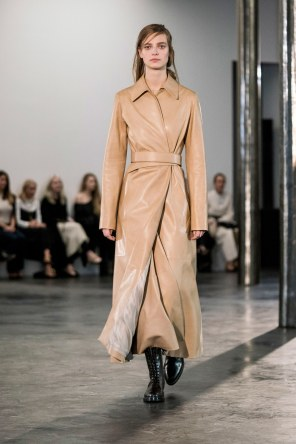 The-Row-fall-2017-fashion-show-the-impression-03